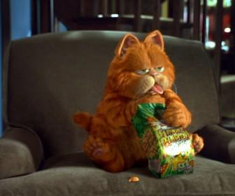 Garfield Eating Snack Wallpaper